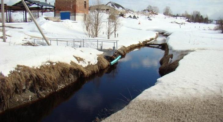 Место утечки нефти в Ухте проверили экологи (фото)