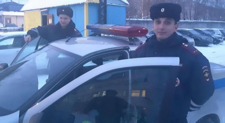 В Коми два лейтенанта полиции помогли спасти годовалого ребенка