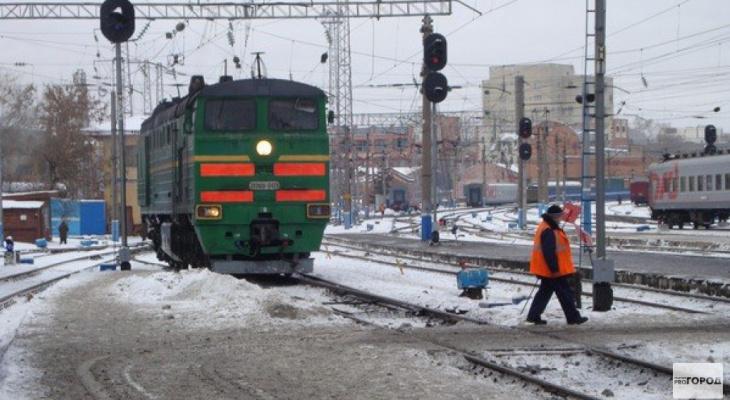 За три часа до Нового года в Коми под поездом погибла женщина