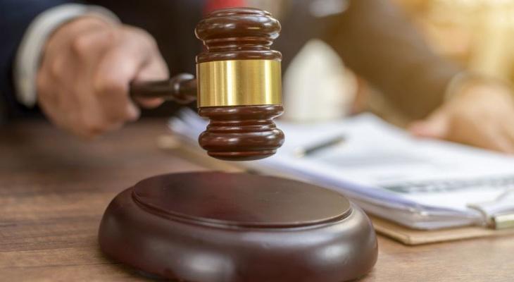 Новости России: в Карелии из зала суда выгнали мать, кормящую малыша грудью