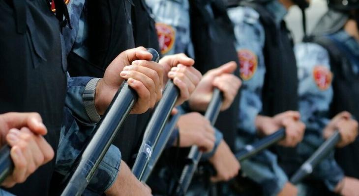 В России поднимут зарплаты силовикам и военнослужащим