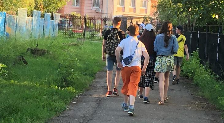 Роспотребнадзор запретил вывозить детей в лагеря за пределы региона