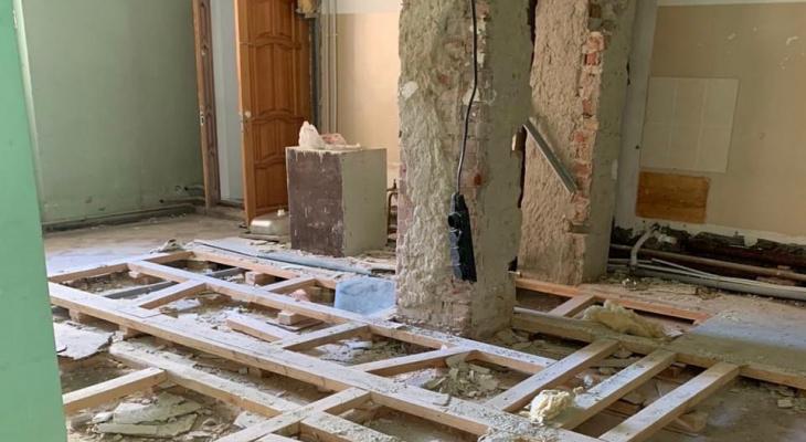 Ухтинскую больницу ремонтируют снаружи и внутри
