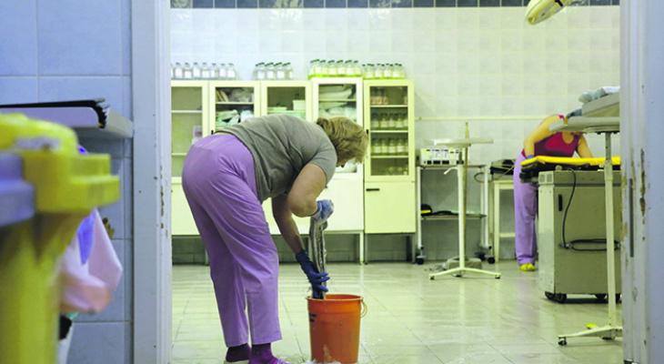 В Коми санитарка инфекционной больницы судится из-за «коронавирусной» зарплаты