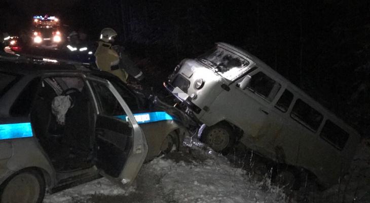 """В Коми пьяный водитель """"УАЗа"""" врезался в полицейскую машину"""