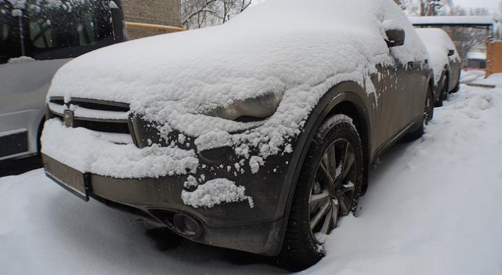 Автомобильный эксперт напомнил россиянам правила прогрева машины