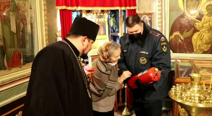 Рождество без происшествий: сотрудники МЧС Коми проверили храмы