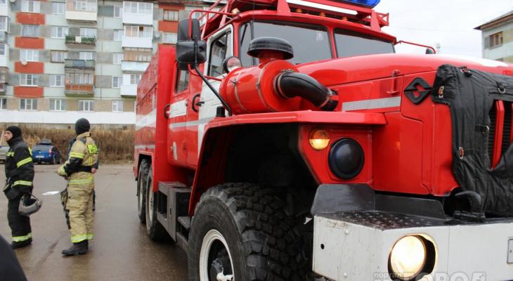 В Ухте из-за пожара в многоквартирном доме спасались эвакуацией 30 человек
