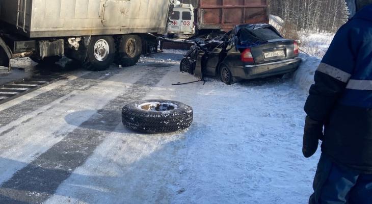В больнице скончался пассажир Hyundai, в который влетел КамАЗ