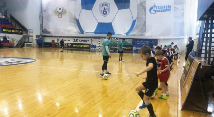 Маленькие ухтинцы поиграли в большой футбол: запоминающийся мастер-класс