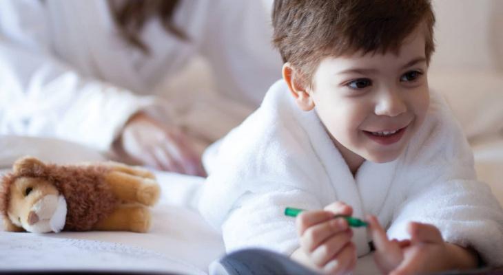 Мишустин разрешил селить детей в гостиницы по согласию родителей