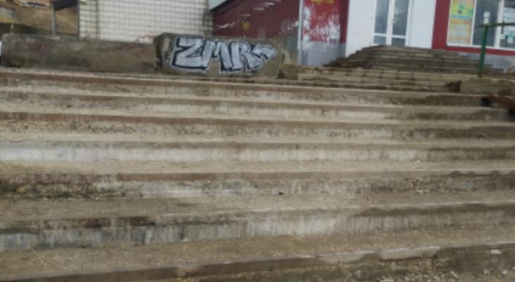 Лестница в самом центре города пришла в негодность через год после капитального ремонта