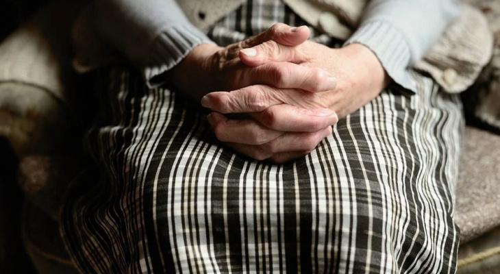 В Коми мошенники пытались лишить пенсионерку квартиры, но риелтор поняла в чем подвох